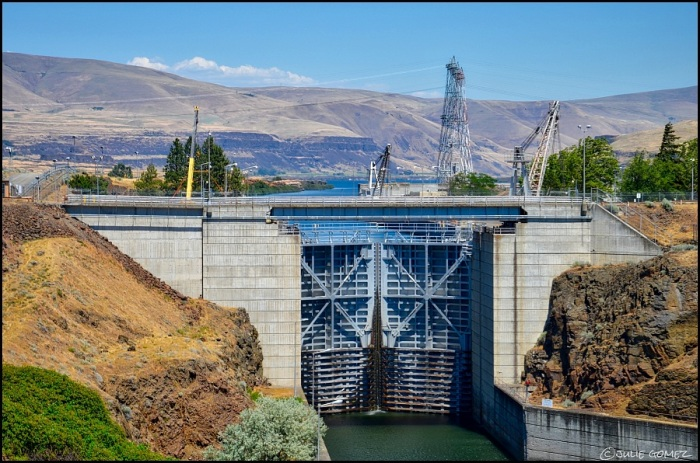 The Lock of the Dalles Dam